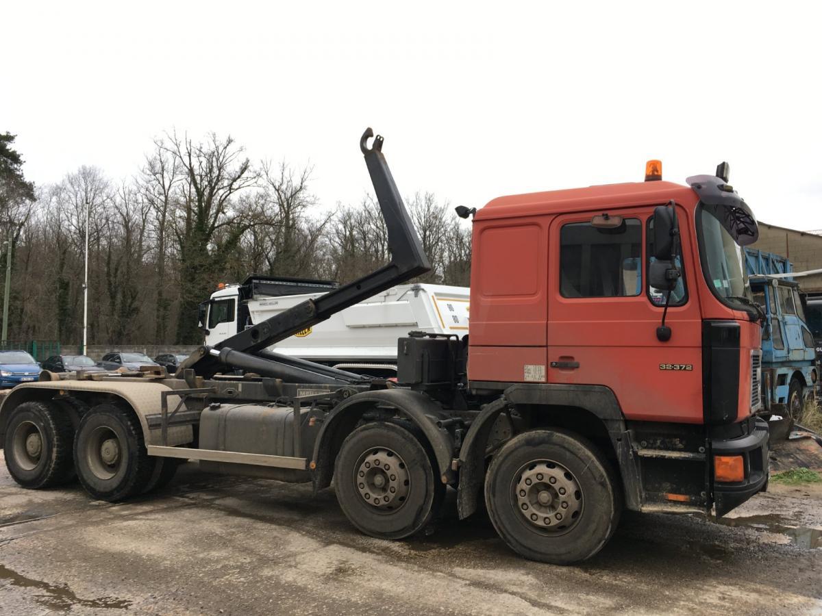Camion MAN F2000 32.372 Polybenne