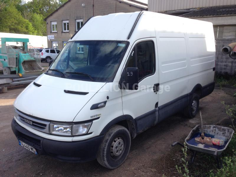 Utilitaire Iveco Daily 35S12 Fourgon Fourgon tôlé