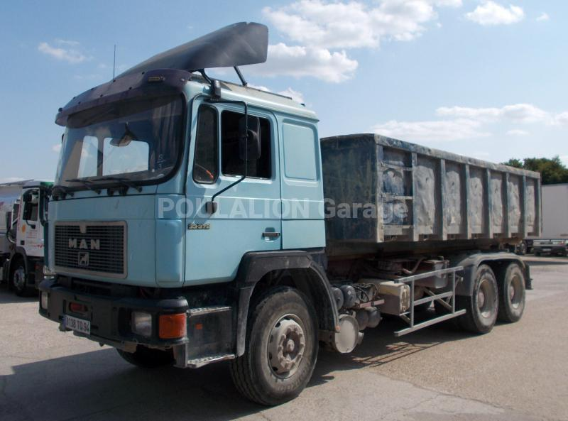 Camion MAN F2000 33.372 Polybenne