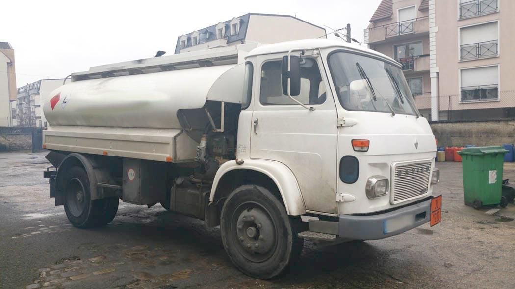 Camion Saviem SM 10 Citerne Hydrocarbures