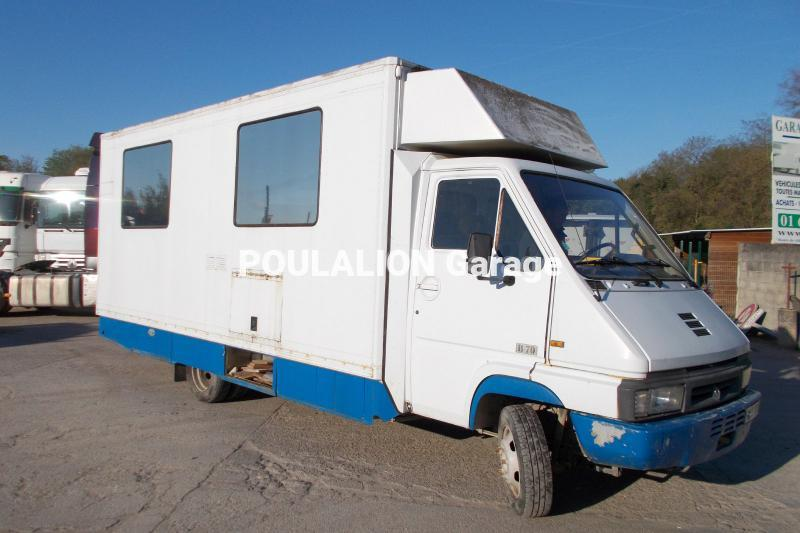 Camion Renault Gamme B 70 Véhicules spéciaux Magasin