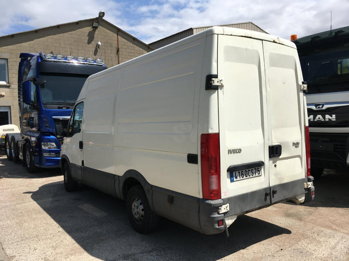 Utilitaire Iveco Daily 35S13 Fourgon Fourgon tôlé