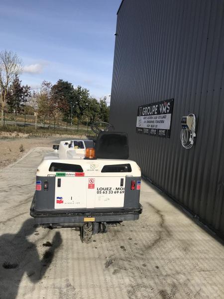 Balayeuse laveuse autoportée Dulevo B90