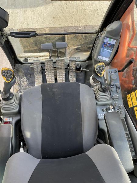 Pelle Hitachi ZX135 US-5 2P