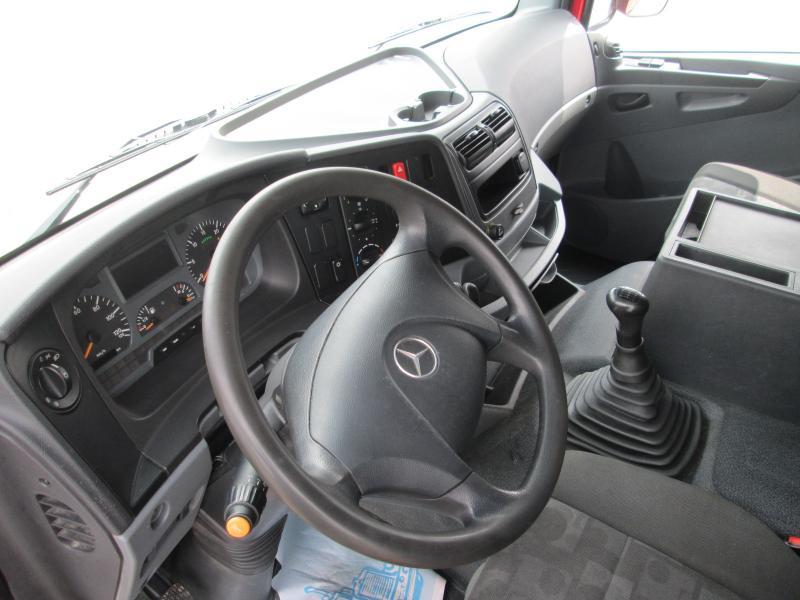 MercedesAxor1829 NL